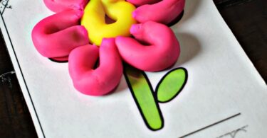 Super cute free playdough mats with spring pictures for toddler, preschool, and kindergarten