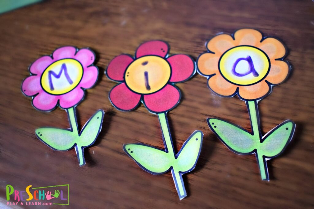 Super cute and fun to make spring flower name craft for toddler, preschool, and kindergarten age kids