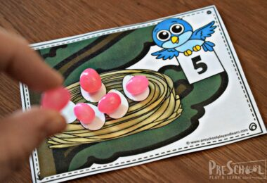 Kids will use jelly beans to practice one to one correspondence with this spring themed math activity for preschoolers