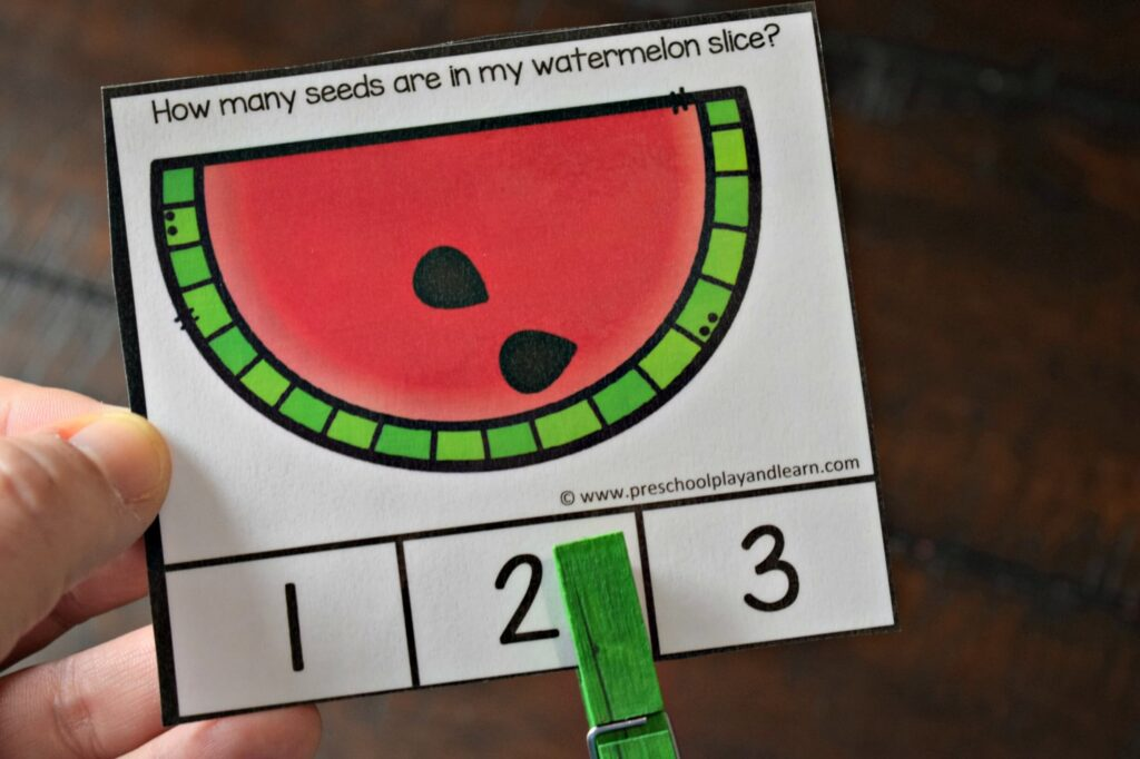 Kids will have fun practicing math with these watermelon counting to 10 activity