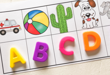 Fun, hands on beginning sounds activity for preschoolers and kindergartners