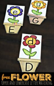 FREE Flower Upper and Lowercase Letter Matching - kids will have fun practicing matching letters in this fun alphabet activity for preschool and kindergarten age kids perfect for spring or summer learning. #alphabet #preschool #kindergarten