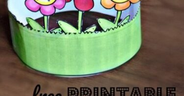 super cute name craft! This name activity for preschoolers is perfect for spring