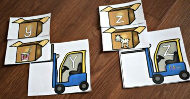 Practice matching upper and lowercase letters in this ABC Game for preschool and kindergarten