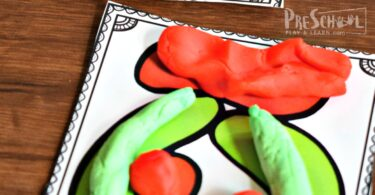 FREE Christmas Playdough Mats - toddler, preschool, prek, and kkindergarten age kids will have fun strengthening fine motor skills and learning vocabulary while having fun with this Christmas activity #christmas #playdough #preschool