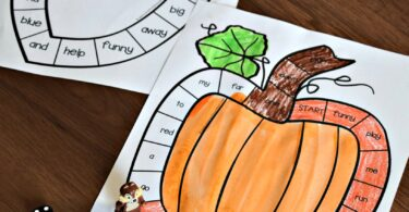 Free Sight Word Games to help practice pre k sight words this fall. Includes both color and black and white versions #sightwords #prek #fall