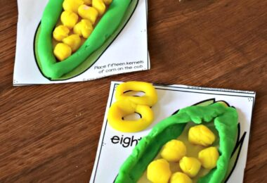 FREE Count to 20 Corn Playdough Mats - super cute, fun, and free printable hands on math activity to help preschool, prek, and kindergarten age kids practice counting to 20 while having fun with play dough #counting #playdough #preschool