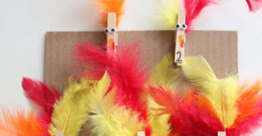 Super fun turkey counting activity for preschoolers, toddlers, and kindergartners