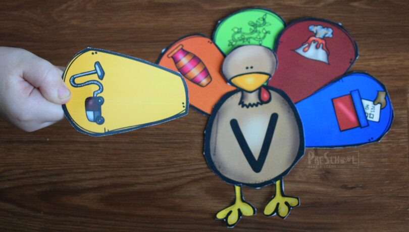 super cute preschool turkey to work on beginning sound and phonics with kids