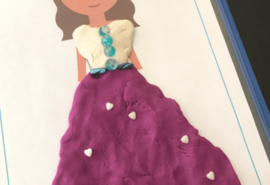 FREE Princess Playdough Mats -super cute, hands on playdough activity for toddler, preschool, prek, and kindergarten age kid! #playdough #playdoh #princessprintable