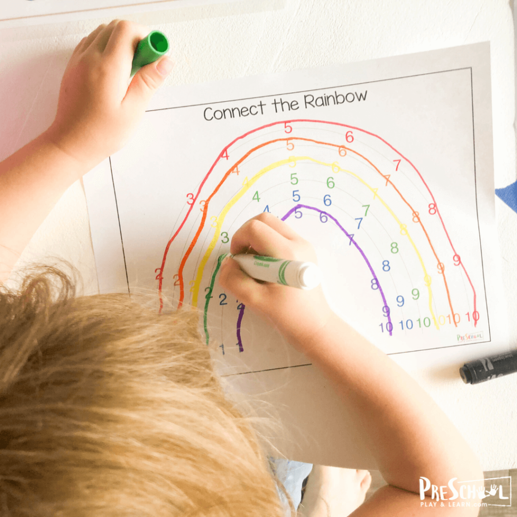 Free Connect the Dots to help preschoolers, toddlers, and kindergartners work on number recognition