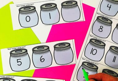 After children have learned to count to 25, it is time to work on fluency by working onwhich number comes next. Children can use fall candy corn candy as a counting manipulative and then write downwhich number comes next in the series.This is such a fun fall math activity for pre-k and kindergarten age students. Download pdf file for this freekindergarten math activity.