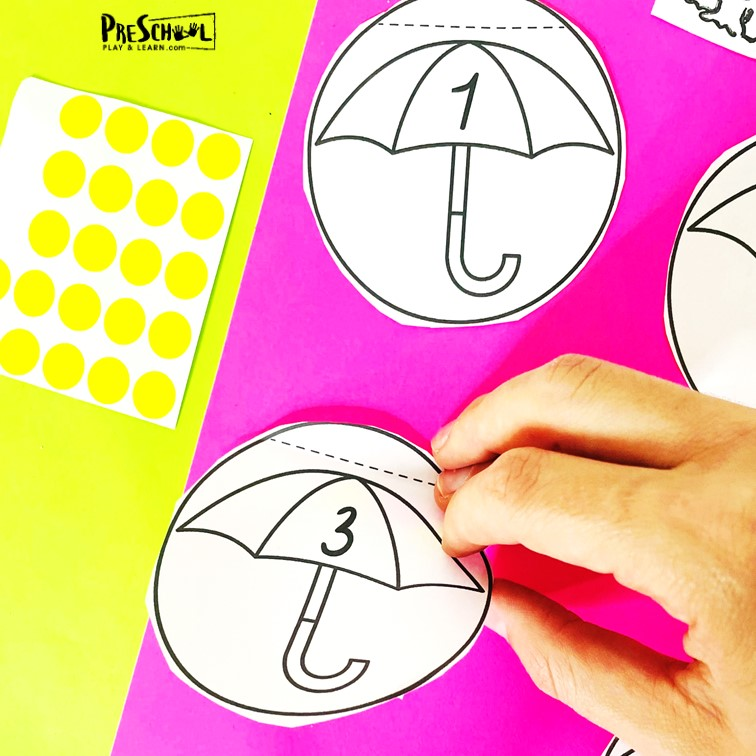 Practice counting to 12 with this cutespring activity for preschoolers! Thisspring math has children match numbers and add raindrops.